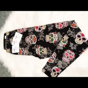 PLUS (CURVY) SUGAR SKULL SOFT LEGGINGS